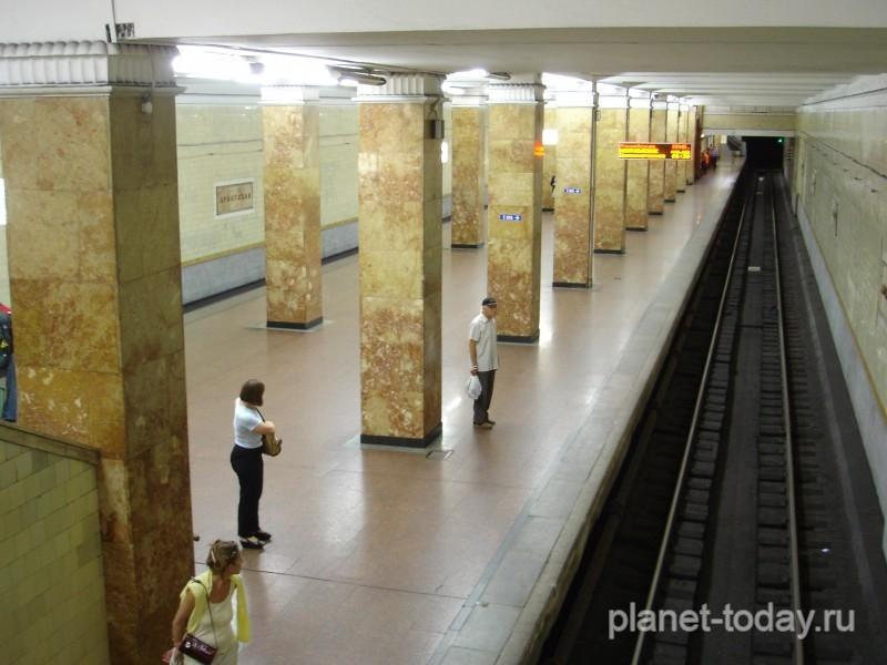 Более половины пассажиров столичного метро сидит в Сети c iPhone и iPad