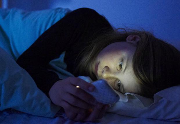 Гаджеты не дают детям спать и превращают их в вампиров
